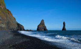 Пляж с черным песком Рейнисфьяра