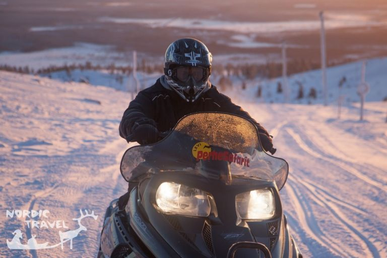 Тур на снігоходах по Лапландії