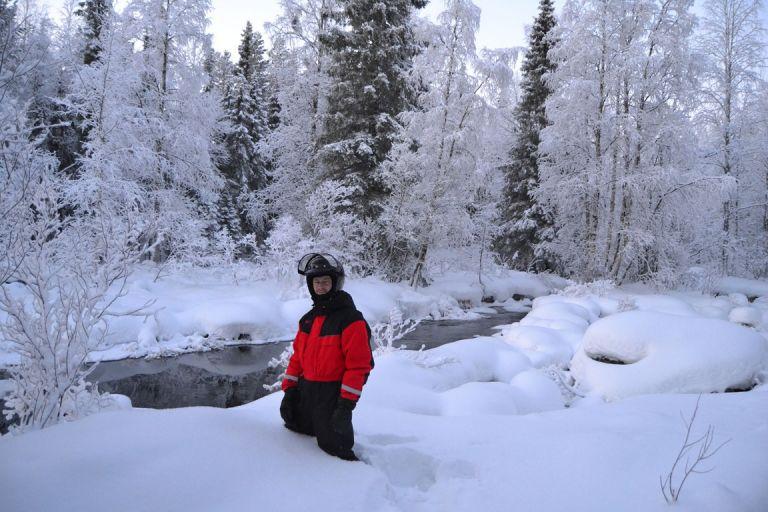 Подлёдная рыбалка на снегоходах
