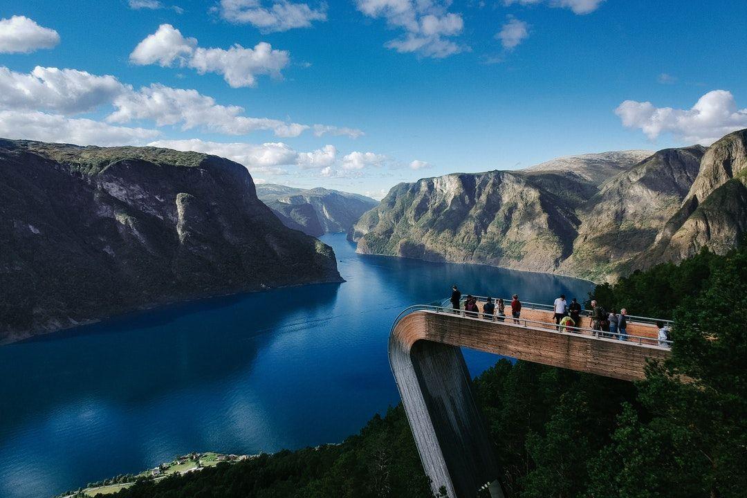 Норвегия Фьорды смотровая вышка с видом на ущелье