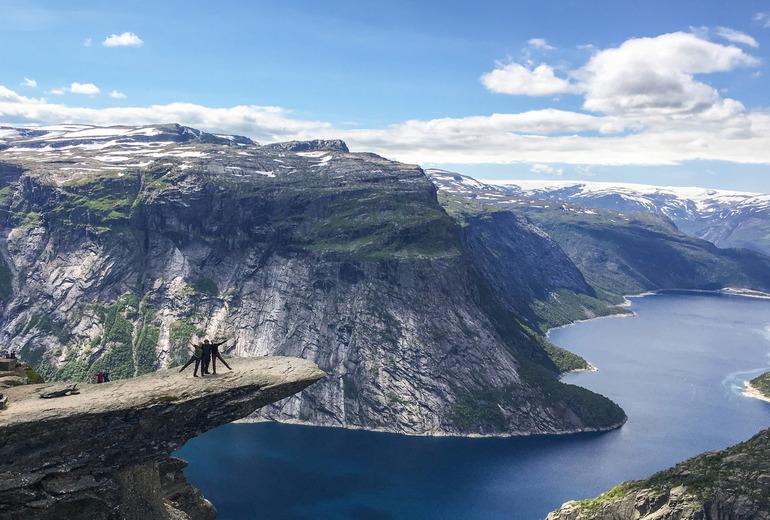 Автобусний тур в Норвегію на Язик Троля